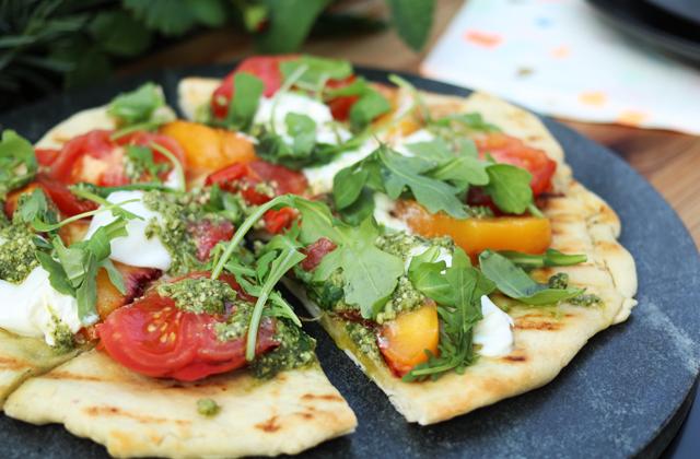 tomato and pesto flatbread